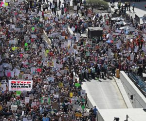 Thousands crowd Daley Plaza for Tax Day march to demand Trump release tax returns – Chicago Tribune